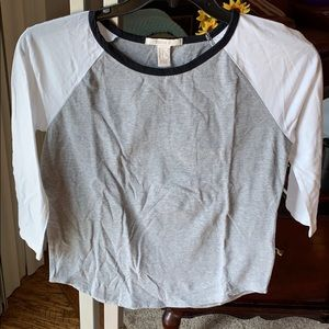 Forever 21 two tone 3/4 sleeve t-shirt in sz Lg